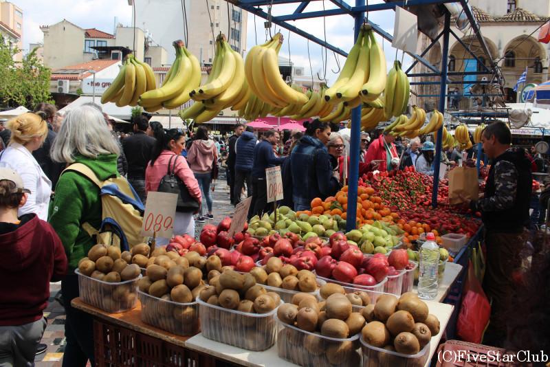 モナスティラキ広場のフルーツ屋さん