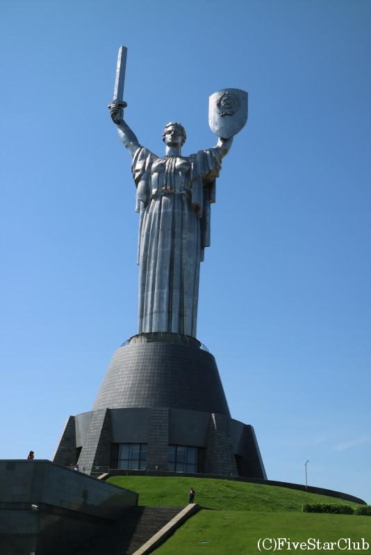 ローヂナ・マーチ像