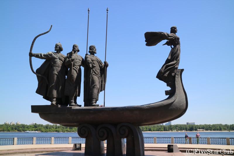 キエフ創設者たちの像