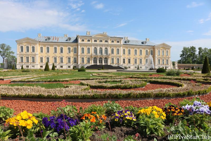 ルンダーレ宮殿(中庭からみた宮殿)
