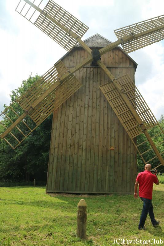 民族建築と生活博物館 風車 穀物をひく