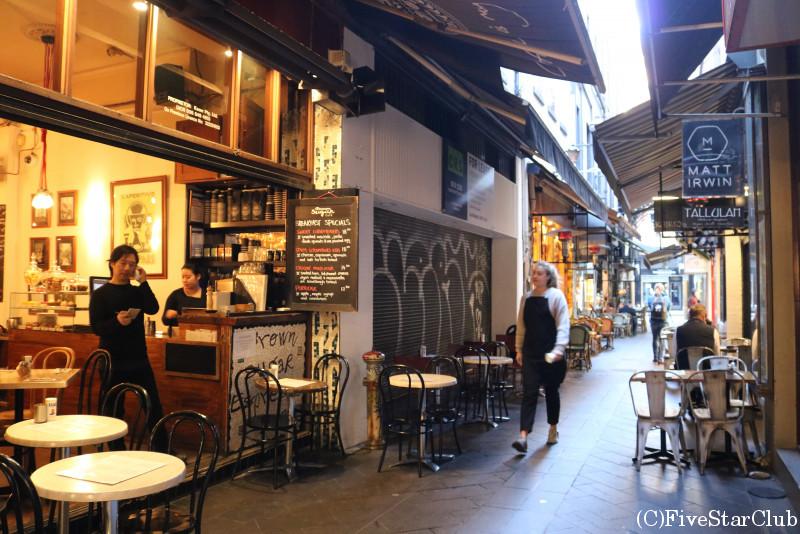 ブロックアーケードのカフェ