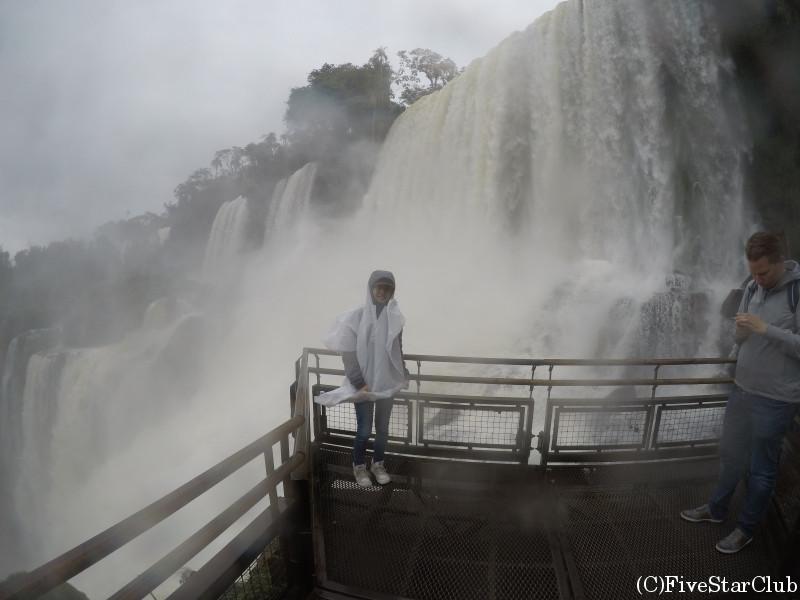 アルゼンチン側イグアスの滝と私