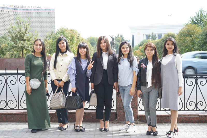 ティムール広場にいた女性たち