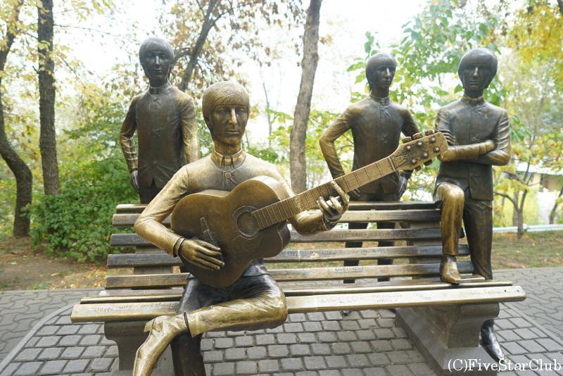コクトベの展望台 ビートルズ像