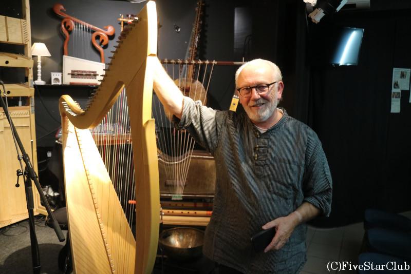 ベルギーのハープ奏者Luc Vanlaere
