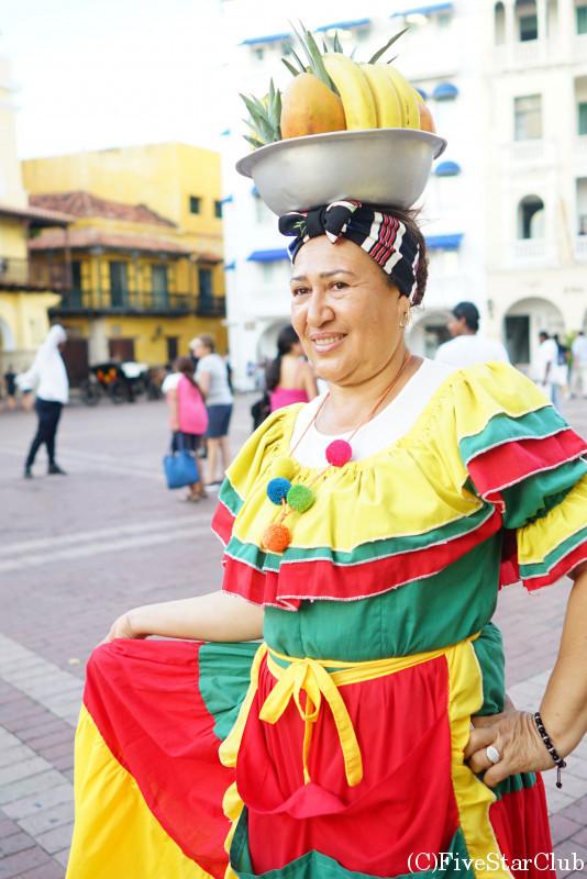 カルタヘナ旧市街 伝統衣装の人々