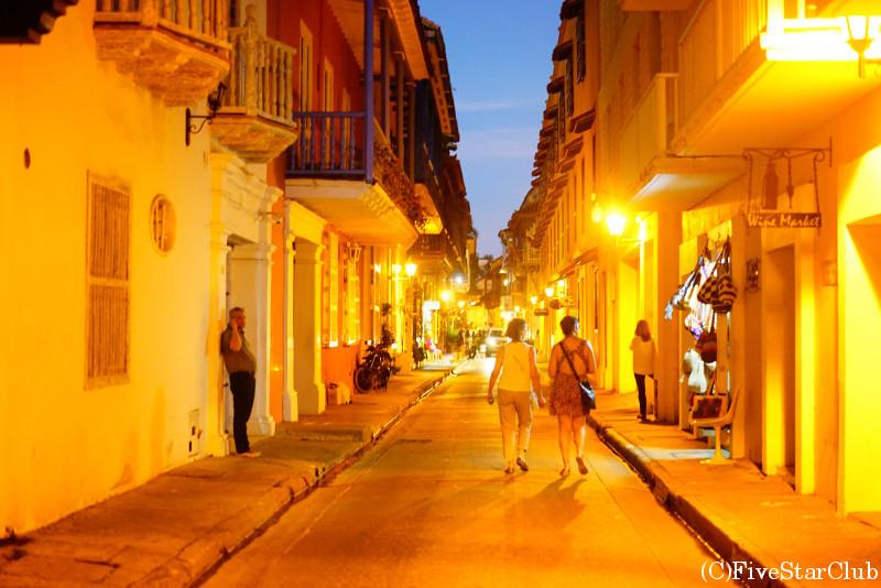 夜のカルタヘナ旧市街