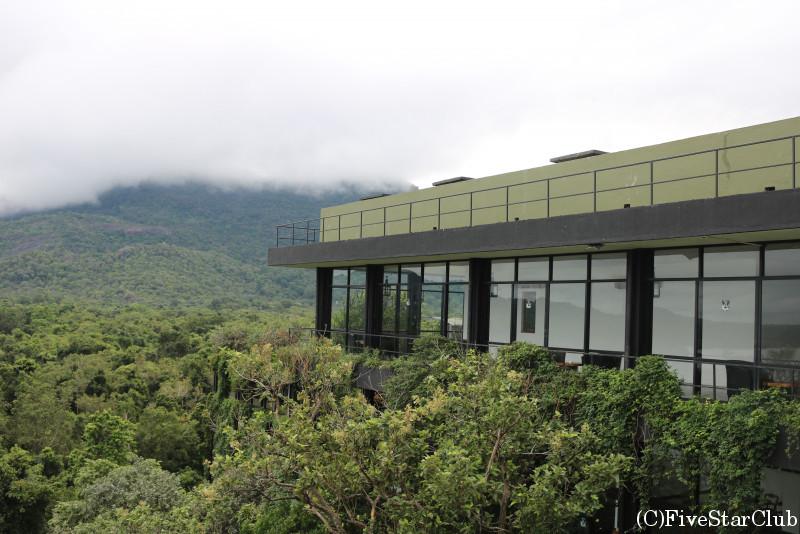 ヘリタンス・カンダラマ 自然と融合したバワ建築の傑作