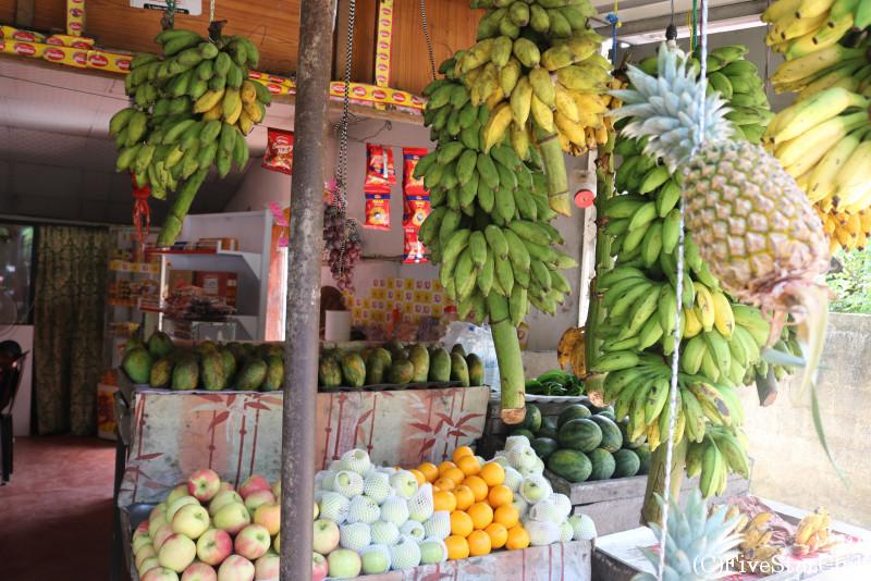 フルーツを売る路面店