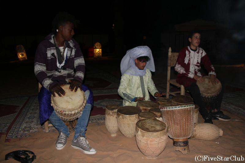 モロッコ民族楽器トバイラとジャンベで生演奏