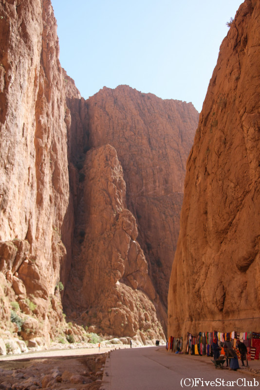 切り立つ断崖 トドラ渓谷