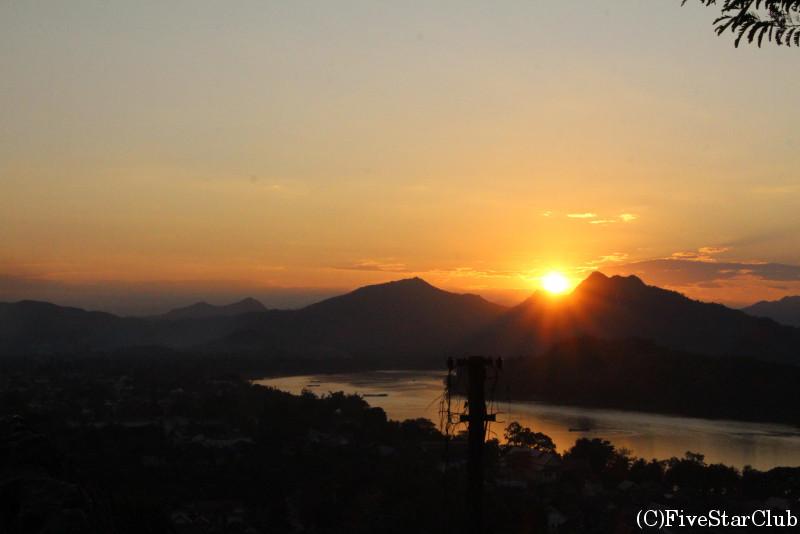 夕陽に染まるルアンプラバンの街