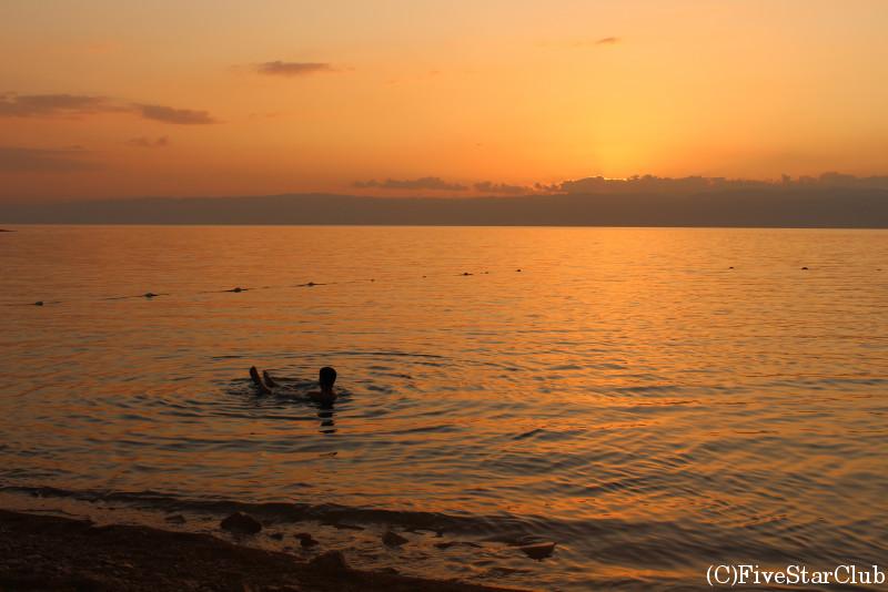 夕日が美しいビーチ