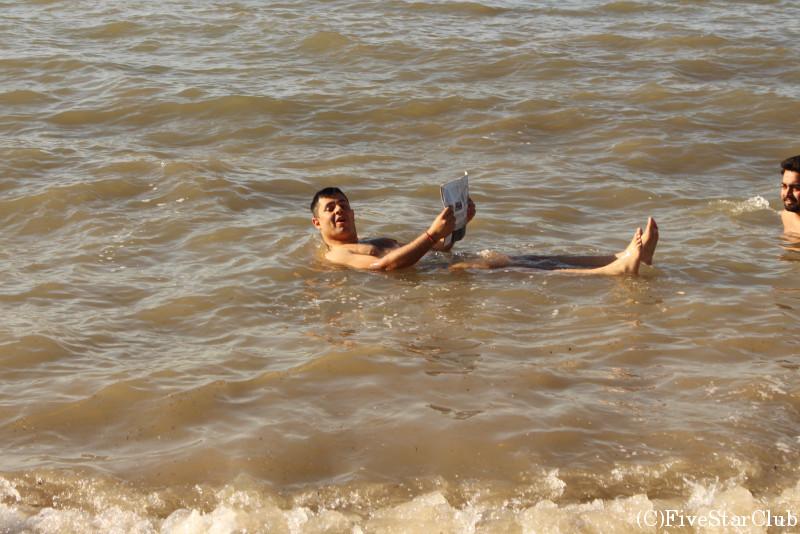死海のビーチ