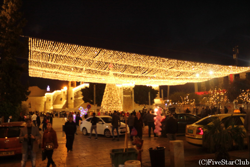 聖誕教会前の広場