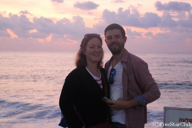 テルアビブの海岸通り 素敵な地元カップル