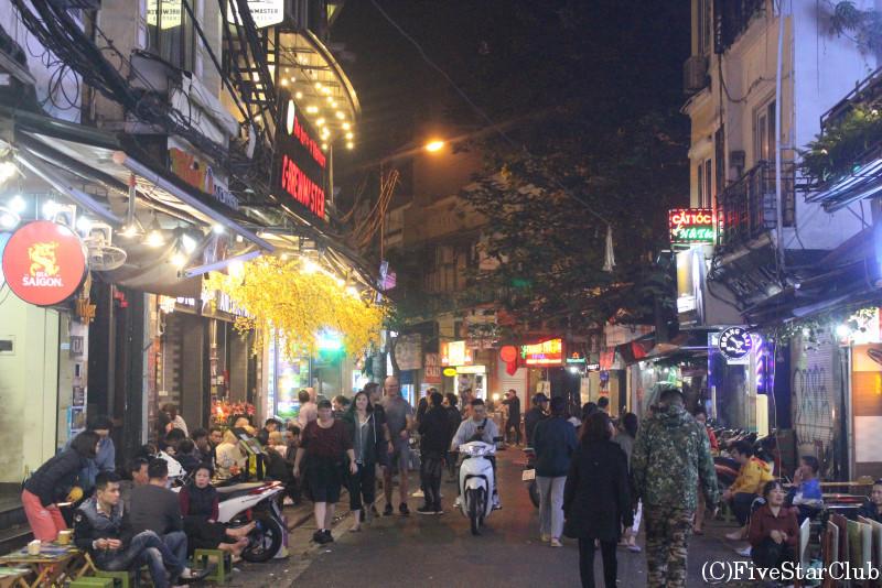 夜のハノイ旧市街