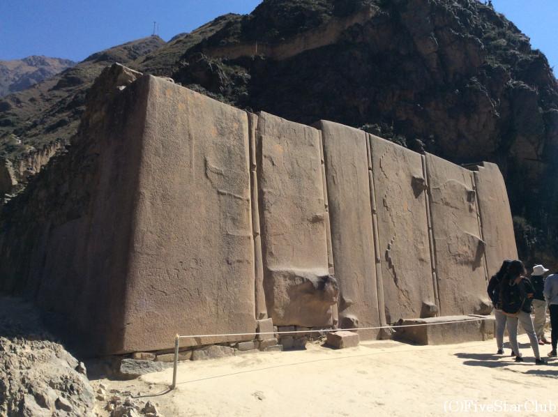 インカの精巧な石組み6枚屏風岩