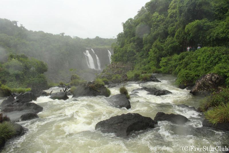 迫力満点な滝