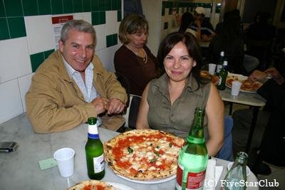 ナポリのピッツェリアにて
