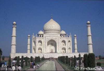 インドにたくさん存在する世界遺産の中の代表格がこのタージマハール
