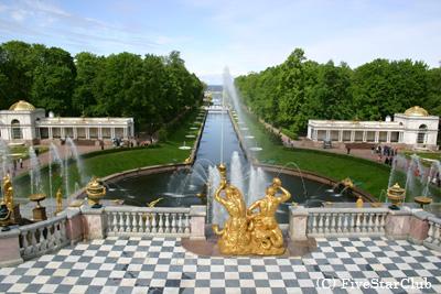 ペトロドヴァレッツのピュートル宮殿(サンクトペテルブルグ)