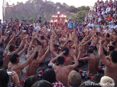 ウルワツ寺院 ケチャダンス(バリ島)