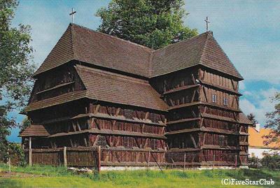 フロンセック村の木造教会