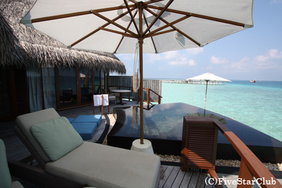 ホテル コンスタンスハラヴェリ 水上ヴィラ・プライベートプール(アリ環礁)