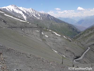 シャフリスタン峠(海抜3378m)からの絶景
