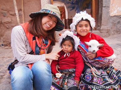 ピサックの子供たちと(聖なるインカの谷)