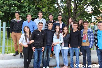 コソボの若者たち(コソボ/ぺーチ)