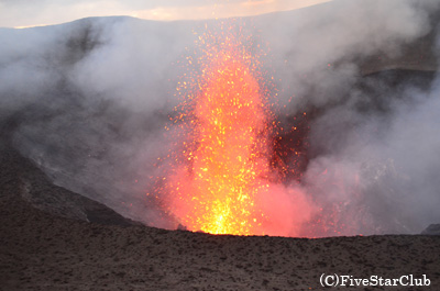 世界で一番火口に近づけるヤスール火山(タンナ島)