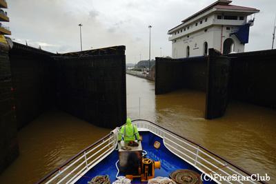 水門が広く(パナマ運河)(パナマシティ)