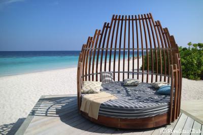 Amari Havodda Maldives/ビーチベッドでゆっくり(ガーフダール環礁)