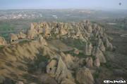 バルーンに乗ってカッパドキアの壮大な風景を堪能(OP)