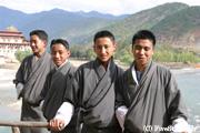 プナカの学生たち