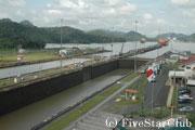 パナマ運河・ミラフローレス水門 (パナマシティ)
