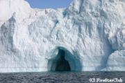 氷河クルーズで氷山に接近