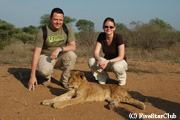 仔ライオンと一緒に ウォーキングサファリ