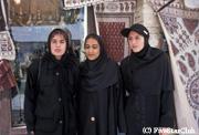 イランの女子学生(エマーム広場にて)