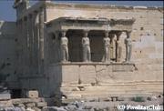 アテネ市内、アクロポリスの丘にあるパルテノン神殿は世界遺産に指定されている。