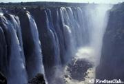 世界3大滝のひとつビクトリア滝の迫力に息を呑む