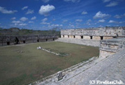 プウク様式建築の代表格ウシュマル遺跡