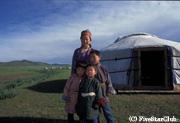 モンゴル遊牧民の家族