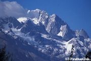 玉龍雪山は標高5596m