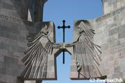 エチミアジン大聖堂の門