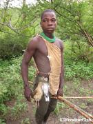 ハッサベ族と一緒に狩りに出かける