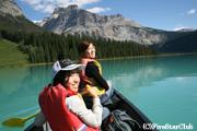 エメラルド湖でカヌー体験